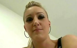 Sexy blonde bitch pretends to be a porno diva